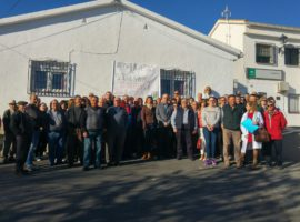 Profesionales y representantes del Área de Gestión Sanitaria Granada Nordeste muestran su repulsa ante la agresión sufrida por un enfermero de la UGC de Purullena